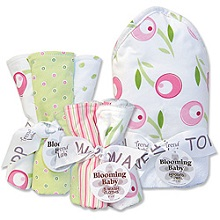 Trend Lab Tulip Themed Hooded Bath Towel Wash Cloths and Burp Cloths Baby